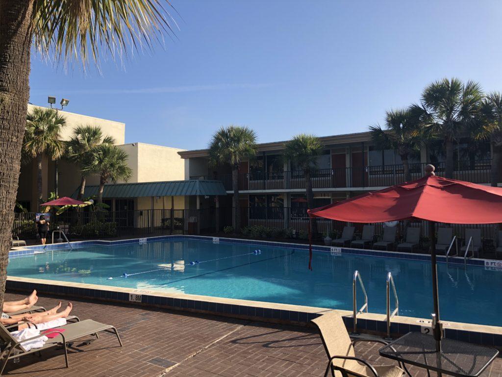 Ramada Kissimee - sua hospedagem em Orlando