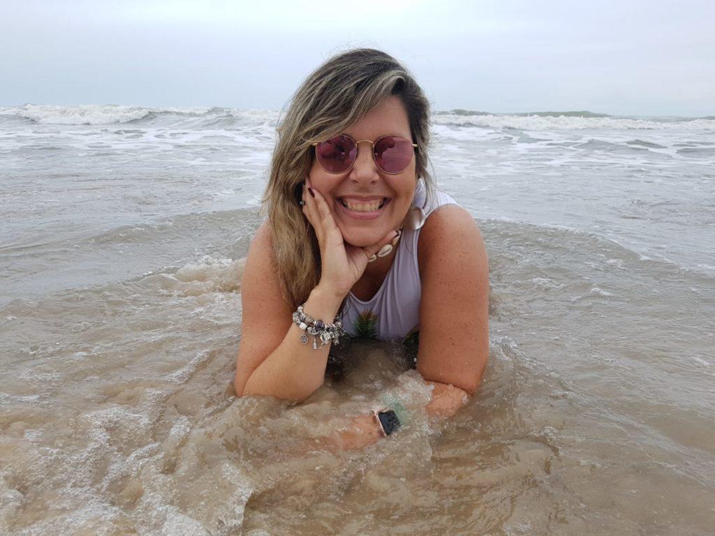 É claro que paramos para tirar mil fotos e aproveitar um pouco da água quentinha do mar cearense.